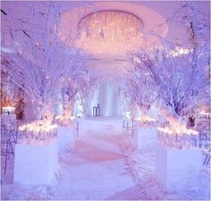 I adore this white winter wonderland set up, By solely using the colour white in all the elements the winter wonderland theme has come alive.