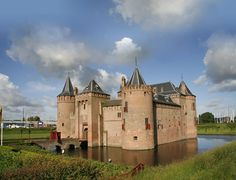 Muiderslot, Muiden. Close to Amsterdam a real knights castle. Special tours for kids - Museum jaarkaart