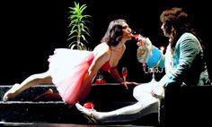 """Cu mască sau fără mască, cu dronă sau fără dronă, de mai bine de-un an… """"Leonce şi Lena"""" se plictisesc, se ocolesc, se găsesc şi se căsătoresc la """"DAVILA""""…"""