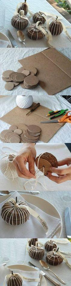 Pompoenen maken van karton.