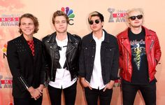 Quiz: Which member of 5SOS should be your new best friend - Ashton Irwin, Michael Clifford, Luke Hemmings or Calum Hood? - Sugarscape.com