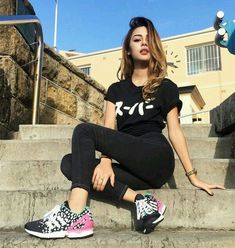 Cute girl in black-----T-shirt, yoga trousers & joggers------buns Cute Girl Poses, Girl Photo Poses, Girl Photos, Portrait Photography Poses, Photography Poses Women, Poses Pour Photoshoot, Lily Maymac, Tumbrl Girls, Instagram Pose