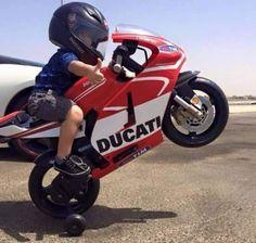 Little guy on a Ducati! Motorcycle Baby, Motorcycle Outfit, Cool Baby, Mini Bike, Kids Ride On, Biker Girl, Biker Baby, Super Bikes, Street Bikes