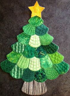 Sewing christmas tree xmas 50 ideas for 2019 Christmas Tree Quilt, Christmas Patchwork, Christmas Sewing, Xmas Tree, Christmas Crafts, Christmas Ornaments, Christmas Projects, Holiday Crafts, Winter Quilts