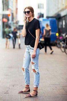 Abbinare le scarpe con le borchie - Espadrillas con borchie e jeans  strappati Jeans Estivi 20e701bd714