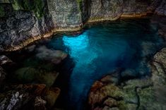 Ontario Canada Cyprus Lake Grotto Bruce Peninsula National Park 30 min hike down Bruce Trail climb through Niagara Escarpment Beautiful Places To Visit, Oh The Places You'll Go, Places To Travel, Best Swimming, Swimming Holes, Ontario Parks, Ontario Travel, Weekend Trips, Canada Travel