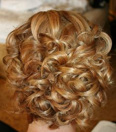 Textured curls for short hair