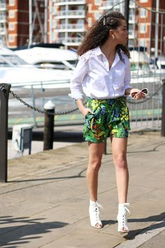 Elevated Tailoring | Spring Tailoring | Feminine Tailoring | Chic Outfit | Tropical Print | Tailored Shorts | Oasis | Curly Hair | Curly Hairstyles