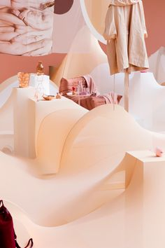 AMSTERDAM – For the 20th year of the fashion trade event Modefabriek, Floor Knaapen and Grietje Schepers formed a two-woman-team to formulate Nude vs Naked, a shop slash exhibition which coincided with the two-day-long show.