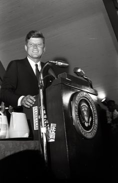 JFK very Presidential Jacqueline Kennedy Onassis, John Kennedy, Les Kennedy, Jackie O's, Greatest Presidents, Us Presidents, American Presidents, Us History, American History