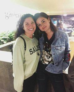 @selenagomez with a fan in Los Angeles California [March 11 2017]  #SelenaGomez con una fan en Los Ángeles [Marzo 11 2017]  #Selena #Selenator #Selenators #Fans