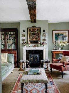 A Herefordshire farmstead with its period charm intact - Herefordshire farmhouse - Cottage Living Rooms, Home Living Room, Living Room Designs, Living Area, English Living Rooms, Living Room Ideas Country Cottage, Living Room Vintage, Living Room Victorian House, Bedroom Vintage