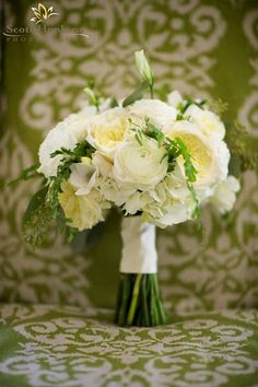 Classic All White Bridal Bouquet- Simple and Stunning #weddingflowers