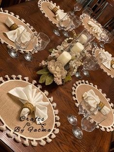 Lace Table Runners, Crochet Table Runner, Burlap Crafts, Diy And Crafts, Burlap Table Decorations, Farmhouse Placemats, Candy Bouquet Diy, Elegant Table Settings, Flower Arrangements Simple