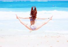 Stretch for your freedom: Photo Beach Gymnastics, Gymnastics Poses, Gymnastics Videos, Acrobatic Gymnastics, Gymnastics Workout, Olympic Gymnastics, Beach Volleyball, Dance Photography Poses, Cute Kids Photography