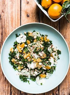 Rigtig mange danskere tilrettelægger deres måltider omkring kødet, mens grøntsagerne bliver sekundære og for nogen en sur pligt. Og det er ærgerligt, synes jeg. Jeg elsker grøntsager og bliver mere glad over et bundt smukke radiser end et par nye sko. Grøntsager er fantastiske at bruge i madlavningen, og mulighederne er uendelige. Samtidig er grøntsager …