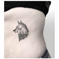 Ideas and wolf tattoo designs. Discover the most amazing and minimalist designs of wolves. Nature Tattoo Sleeve, Wolf Tattoo Sleeve, Sleeve Tattoos, Tattoo Wolf, Tattoo Nature, Husky Tattoo, Wolf Tattoo Design, Tattoo Designs, Natur Tattoo Arm