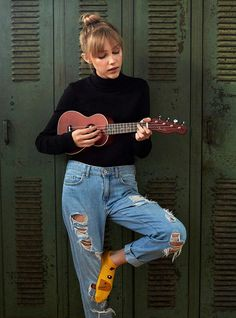 Grace Vanderwaal with Fender ukulele