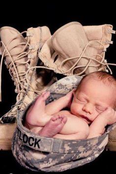 great idea for an army baby Newborn Poses, Newborn Shoot, Newborn Baby Photography, Newborns, Boy Newborn, Pregnancy Photography, Children Photography, Baby Kind, Baby Love
