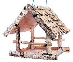 Vogelhäuschen Birke I, klein, zum Aufhängen, Holz, Futterhaus Rustic wooden birdhouse for hanging in your garden or front yard. The open sides of the bird feeder provide space for several birds to eat Rustic Bird Feeders, Wood Bird Feeder, Bird House Feeder, Hanging Bird Feeders, Home Crafts, Diy And Crafts, Homemade Bird Feeders, Bird Houses Diy, Backyard Birds