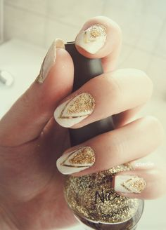 Glitter and chevron nails are perfect for #prom!
