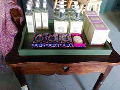 #mercadoloftstore #umseisum #porto #decoração #decor #interior #store #lojadedecoracao #interior #mesa #woodentable #unique #mood #lavanda #lavander #soap #candle #newseason #banquet #silk