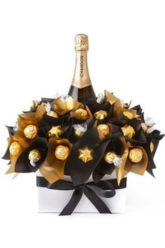 Diy wine n chocolate bouquet Wine Gifts, Food Gifts, Chocolates Ferrero Rocher, Ferrero Rocher Bouquet, Sweet Trees, Wine Gift Baskets, Basket Gift, Candy Gift Baskets, Champagne Gift Baskets