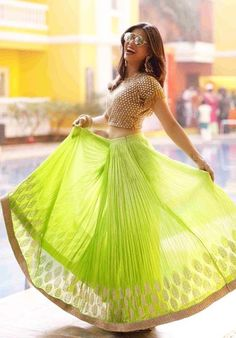 Kishwar Merchant looks Sangeet ready in a Green LeHenga by Rachit Indian Skirt, Indian Dresses, Indian Outfits, Indian Clothes, Indian Attire, Indian Wear, Ethnic Fashion, Indian Fashion, Lehenga Choli Online