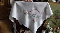 Pretty-Vintage-Embroidered-Flower-Circles-Tablecloth-39-sq