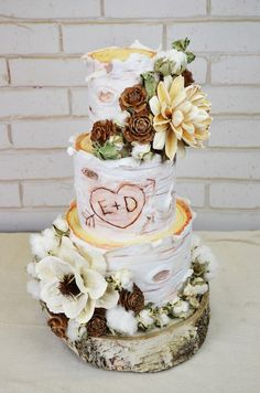 In love with this rustic wedding cake from Portland Cake Designer Artisan Cake Company