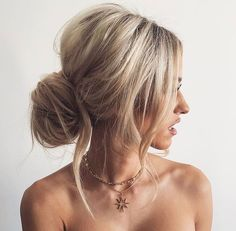 Gorgeous 28 Amazing Messy Bun Ideas For Long & Medium Length Hair https://stiliuse.com/28-amazing-messy-bun-ideas-long-medium-length-hair
