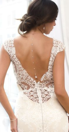 For the daring bride looking to add that extra sparkle, to their bridal look, will find that this elegant back pendant is the perfect necklace to achieve just that! The back pendant is attached to a b. Bridal Look 2018 Elegant Wedding Dress, Perfect Wedding Dress, Wedding Gowns, Bridal Gown, Open Back Wedding Dress, Barn Wedding Dress, Bridal Hair, Rose Gold Bridal Jewelry, Gold Jewelry