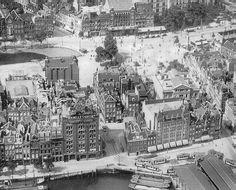 Gerzon : dat gebouw met die luifels links van de Witte Leeuwenstraat de oude fabriek van Van Nelle, voor de verhuizing naar het westen van Rotterdam. Op de Coolsingel hebben we nu ook een beter zicht op Jungerhans, het Coolsingelziekenhuis, de Oude Binnenweg, enne de Bijenkorf moet blijkbaar nog gebouwd worden, want net onder de ingang van de Oude Binnenweg, naar links op de foto, zien we het water van de Schiedamsche Singel