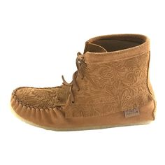 These ladies fringed leather ankle high short lace-up shoes looks stylish with any casual outfit handmade in Canada with crepe rubber sole for sale online Womens Leather Ankle Boots, Leather And Lace, Suede Leather, Fringe Moccasin Boots, Fringe Boots, Lace Up Shoes, Me Too Shoes, Barefoot Shoes, Leather Moccasins