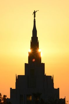 7 First-glimpse Photos of the New Phoenix Arizona Temple Angel Moroni, Lds Temple Pictures, Church Pictures, Phoenix Arizona, Mormon Temples, Lds Temples, Lds Faith, Later Day Saints, Lds Mormon