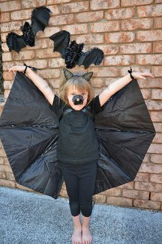 No-sew Bat Costume using an Umbrella!  #Halloween #Craft #Bat #Costume