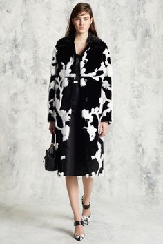 Michael Kors Collection Pre-Fall 2016 Collection Photos - Vogue...S-T-U-N-N-I-N-G coat