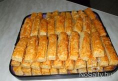 Sajtos stangli - egyszerű, omlós Croatian Recipes, Hungarian Recipes, Pastry Recipes, Cookie Recipes, Savory Pastry, Czech Recipes, Salty Snacks, Bread And Pastries, Holiday Recipes