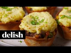 You will love this Muffin Tin Shepherds Pie Recipe and it's quick, easy and delicious. Be sure to watch the video tutorial too. Muffin Tin Recipes, Pie Recipes, Casserole Recipes, Cooking Recipes, Irish Appetizers, Mini Pains, Dairy Free Margarine, Plat Simple, C'est Bon
