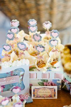 casamento na praia, destination wedding, beach wedding, Cumbuco, vintage decoration, vintage wedding, plaquinhas doces, mesa de doces, toppers