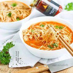 ROTE CURRYSUPPE mit Nudeln  und zubereitet mit unserer Red Curry Paste  wer hätte die jetzt gerne?  danke @mia.mirabelle für das bezaubernde Foto  . Wir wünschen euch noch einen bezaubernden und schmackhaften Abend!  .  Erhältlich sind unsere Produkte in unserem Online Shop www.chok-chai.at (Link in der Bio @chokchai.thai.cuisine) im Merkur Hoher Markt (Wien) und Gewürze & Co. am Naschmarkt (Wien)   Shop: www.chok-chai.at  Versandkostenfrei ab 49  Versand 1-3 Werktage  14 Tage… Japchae, Chai, Ethnic Recipes, Food, Noodles, Thanks, Products, Food Food, Essen