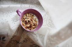 Medová granola Granola, Oatmeal, Honey, Sweets, Breakfast, Food, Sweet Pastries, Meal, Goodies