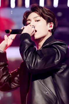 Image uploaded by 파오라. Find images and videos about kpop, bts and jungkook on We Heart It - the app to get lost in what you love. Foto Jungkook, Jungkook Oppa, Bts Bangtan Boy, Jung Kook, Busan, K Pop, Seokjin, Namjoon, Hoseok