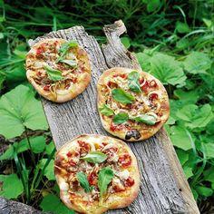 Sienipizzat | Maku Mushroom Pizza, Vegetable Pizza, Stuffed Mushrooms, Vegetables, Food, Stuff Mushrooms, Vegetable Recipes, Eten, Veggie Food
