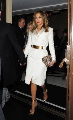 Jennifer Lopez Photos - Jennifer Lopez and Casper Smart leave their London Hotel and head to ITV Studio to record The Graham Norton Show. - Jennifer Lopez Photos - 10479 of 22791 J Lo Fashion, White Fashion, Work Fashion, Modest Fashion, Fashion Dresses, Womens Fashion, Look Star, Jennifer Lopez Photos, All White Outfit