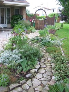 Perfect stone path, planning something like this for our front yard
