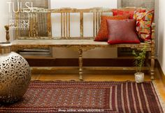 Decorate your home with these kilims available exclusively on Tulsionline. Kilims, Indie Fashion, Chic Outfits, Decorating Your Home, Entryway Tables, Carpet, Clothes For Women, Rugs, Stuff To Buy
