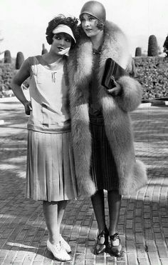 Clara Bow & Esther Ralston | 1927                                                                                                                                                                                 Plus