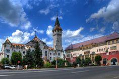 Targu Mures, cel mai mare oras al judetului Mures si cea mai mare comunitate maghiara urbana din Romania, a fost atestat in 1323 ca Targ al Secuilor, intr-o dijma papala, pentru ca in 1616 sa primeasca statutul de oras liber regesc. Printre personalitatile care s-au nascut sau au trait in Targu Mures se numara Gheorghe Sincai, Petru Maior, Avram Iancu si Raed Arafat.