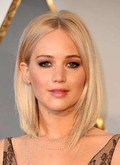 Jennifer Lawrence's Hair and Makeup at the 2016 Oscars | POPSUGAR Beauty